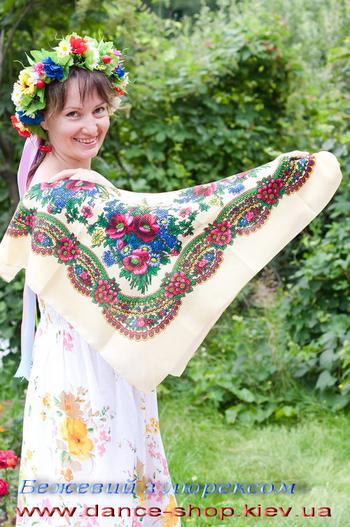 Хустка з українським орнаментом