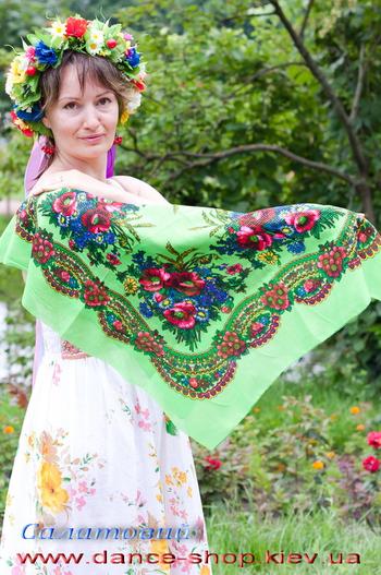 Платок с украинским орнаментом